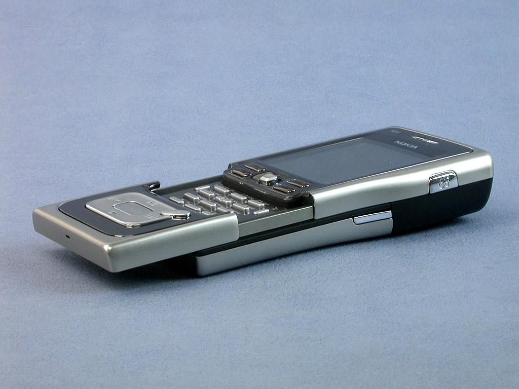 全国首发 诺基亚4GB微硬盘S60音乐皇帝N91评测