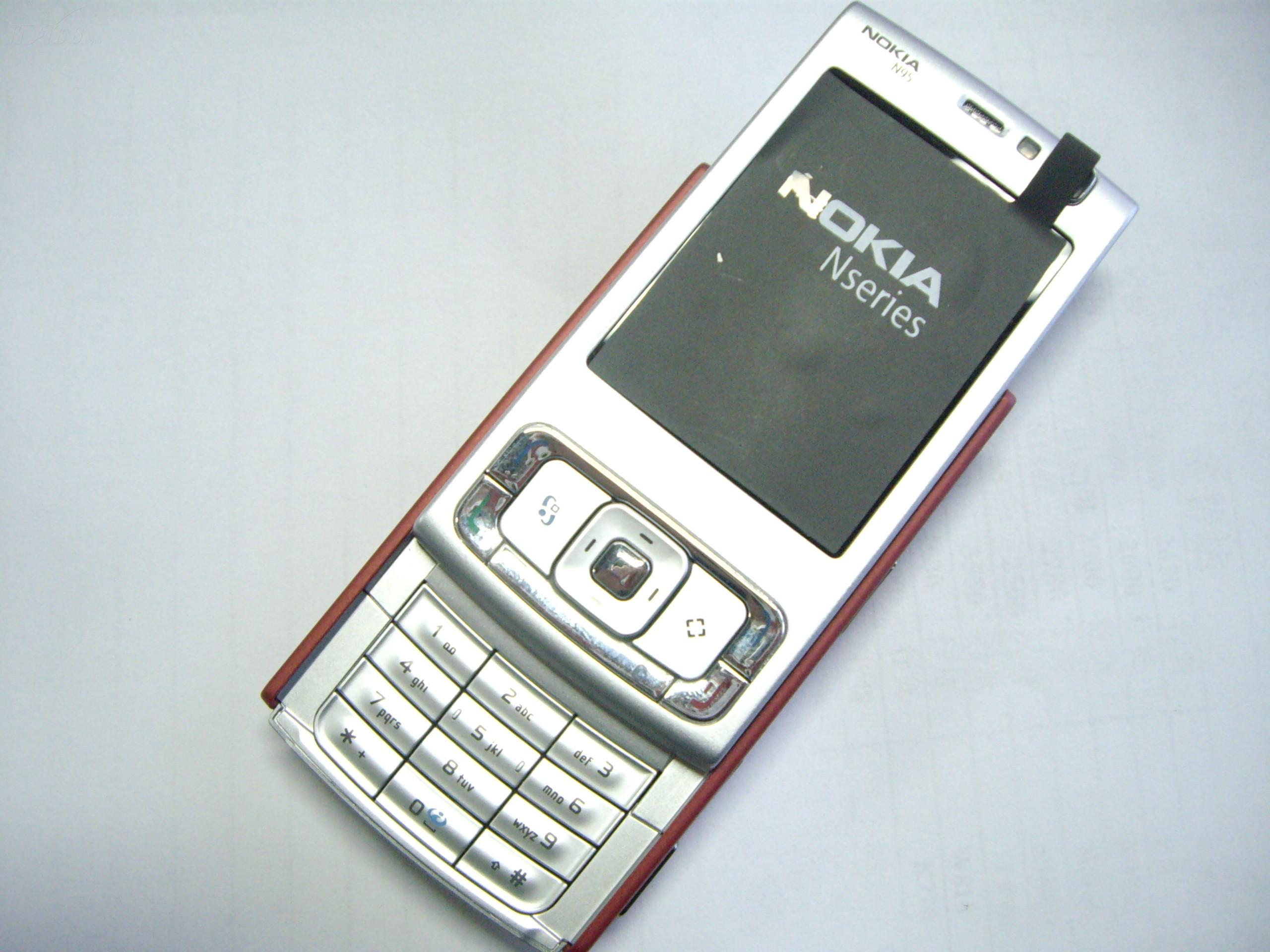 诺基亚n95手机产品图片314素材-it168手机图片大全