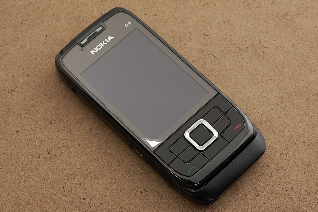 诺基亚e66外观图片2素材-it168手机图片大全