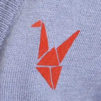 lily2012新品 别致纸鹤logo胸标长袖针.