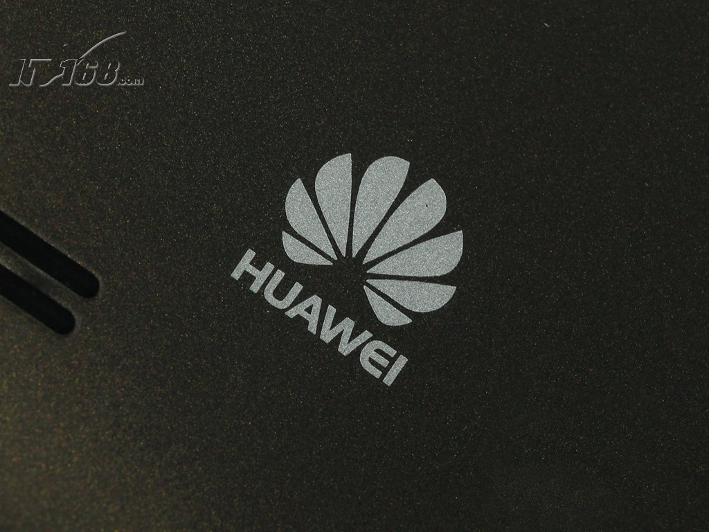 华为c8825d 电信版背面logo图片素材-it168手机图片