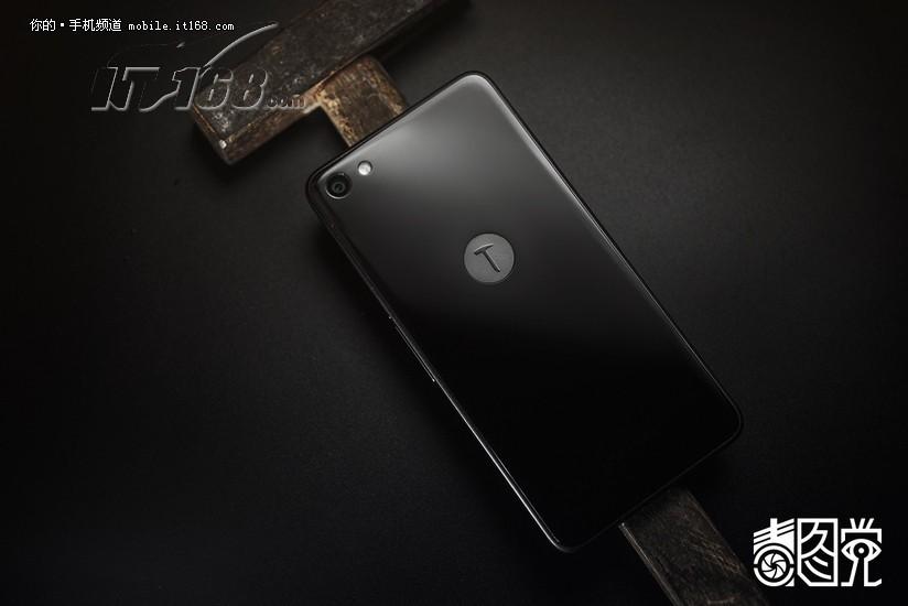 锤子t2 16gb 全网通 黑色场景图片6素材-it168手机