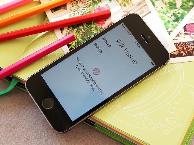 苹果iPhone5s 64G移动3G手机(深空灰)TD-SC