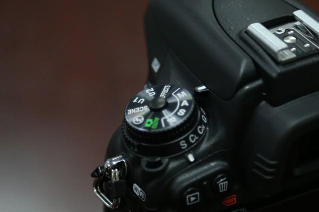 尼康D750  全画幅单反相机(2432万/翻转屏/51点AF)单机身局部细节图图片3