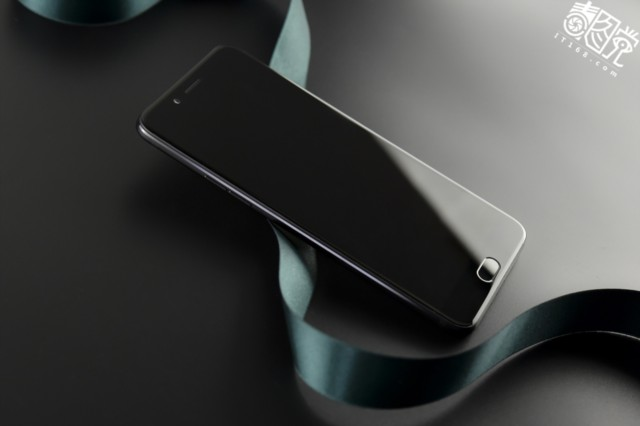 OPPOR9s Plus 6GB+64GB内存版 全网通4G手机 双卡双待 黑色场景图片1