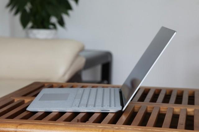 微软Surface Laptop(酷睿 i5/8GB/256GB)深酒红实拍图片3